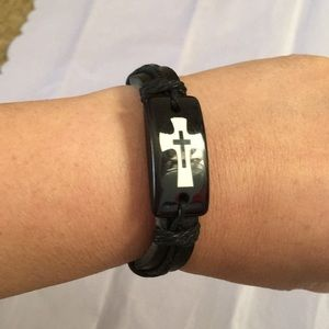 Jewelry - NWT Cross In Cross Leather Bracelet